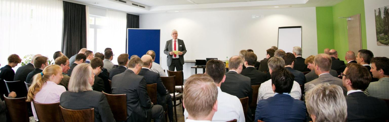 Teilnehmer des items-Forum bei der Eröffnugsrede von unserem Geschäftsführer Ludger Hemker.