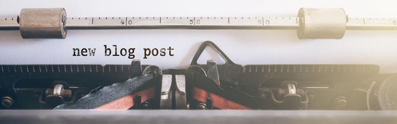 """Schreibmaschine schreibt """"new blog post"""""""